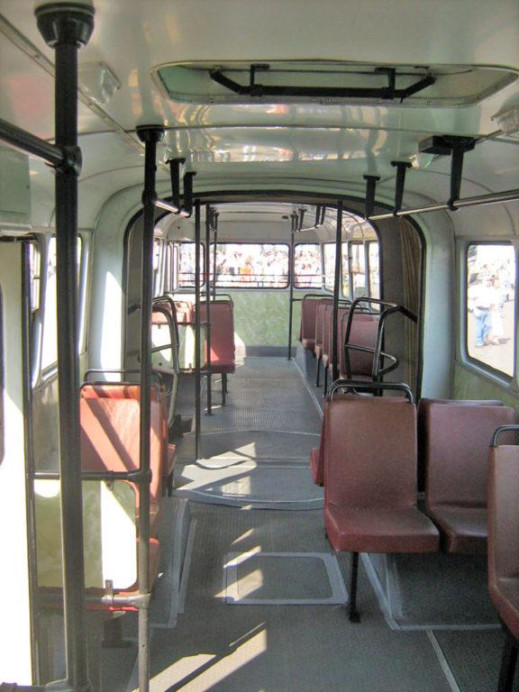 """В 16,5-метровый салон вмещались более 200 пассажиров в """"часы пик"""""""
