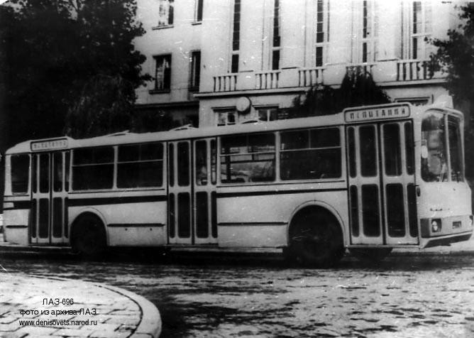 """ЛАЗ-696 оказался """"мерворожденным"""" проектом. Всего 3 автобуса увидели свет."""