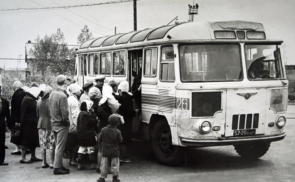 ПАЗ-652 появился от капотного ГЗА-651 и стал популярен в СССР. Его модификации выпускали более 30 лет.