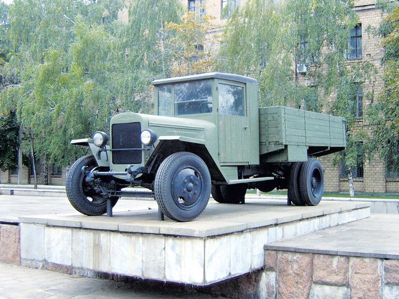 В модели ЗиС-5 конструкторы попытались исправить все ошибки АМО-3