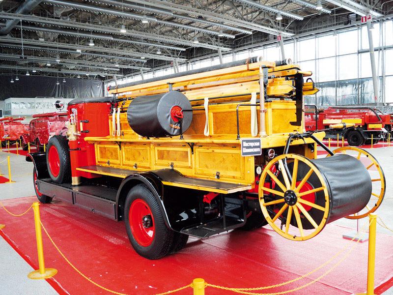 Пожарная автолестница на базе ЗИС-6