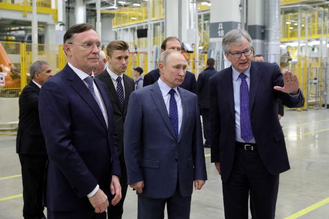 Глава государства приезжал на «ДАЙМЛЕР КАМАЗ РУС»