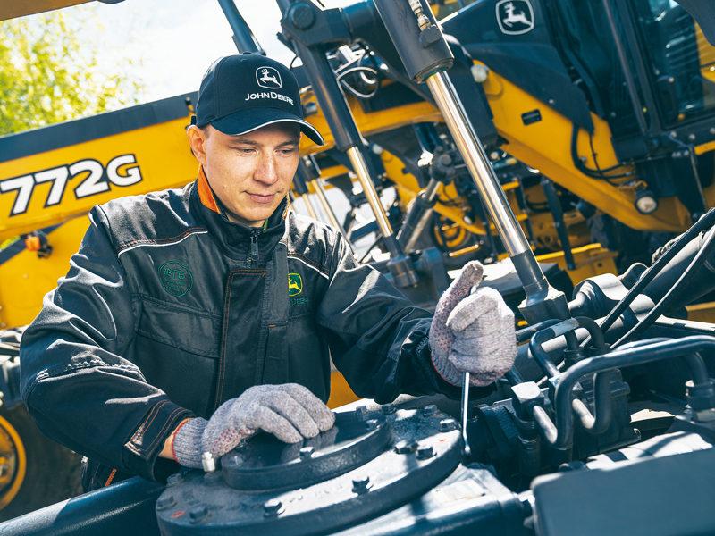 Сервисный инженер Тимбермаш Байкал за работой