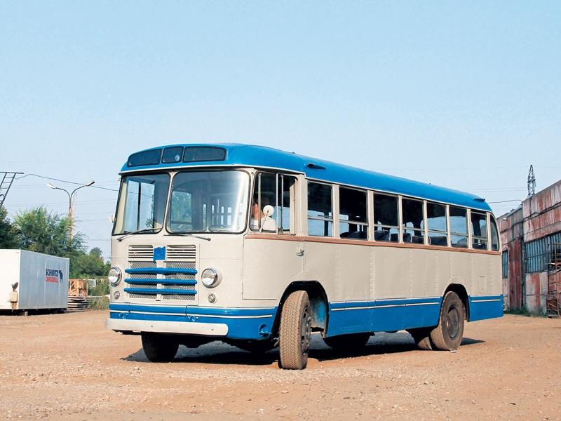 Автобус ЗИС-158 в первые дни после реставрации