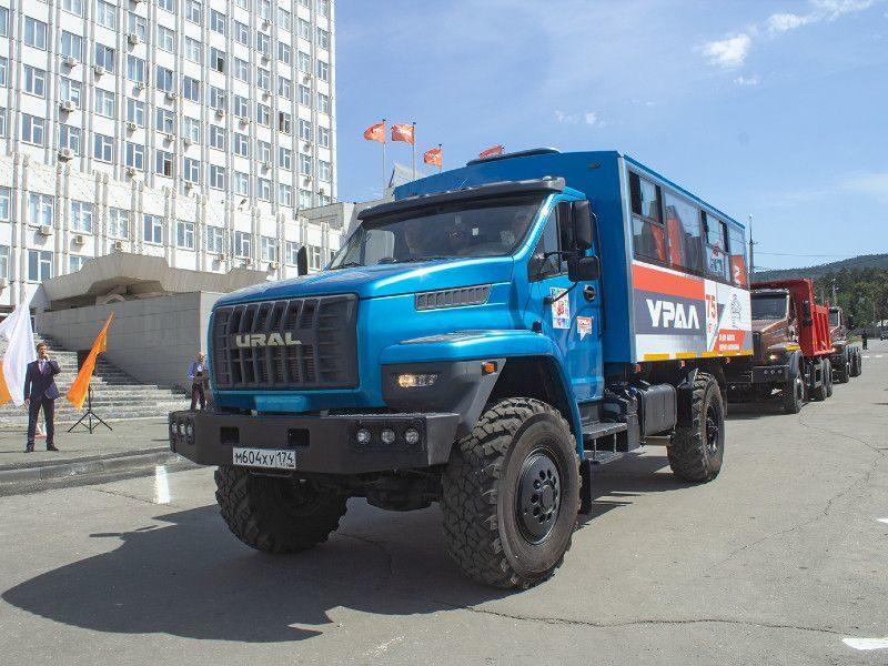 Современный вахтовый автобус «Урал NEXT»