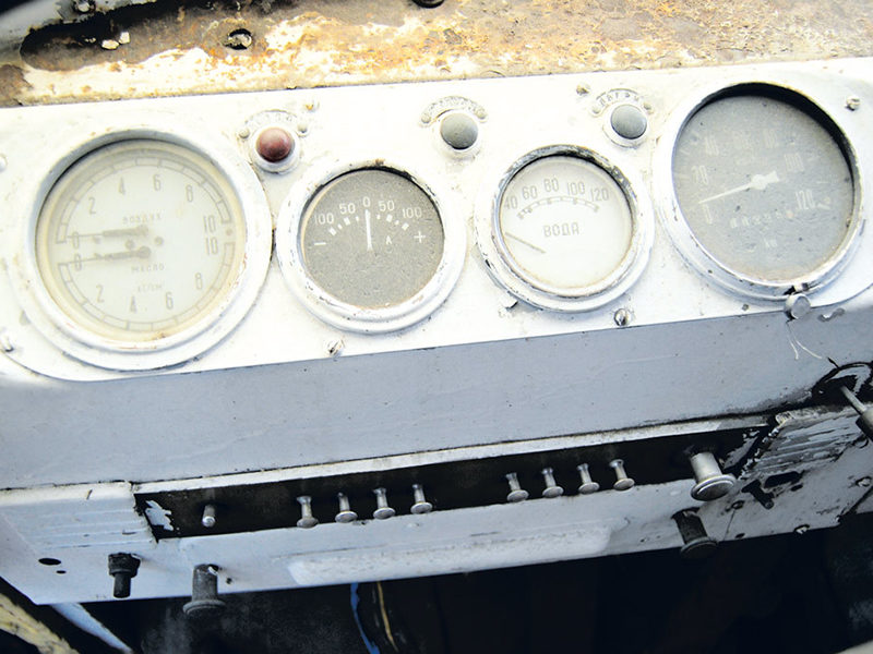 приборная панель ЗИЛ-158