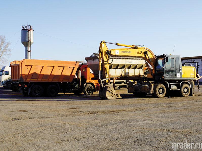 Самосвал КАМАЗ и экскаватор Hyundai в Берёзовском филиале АО «КрайДЭО»