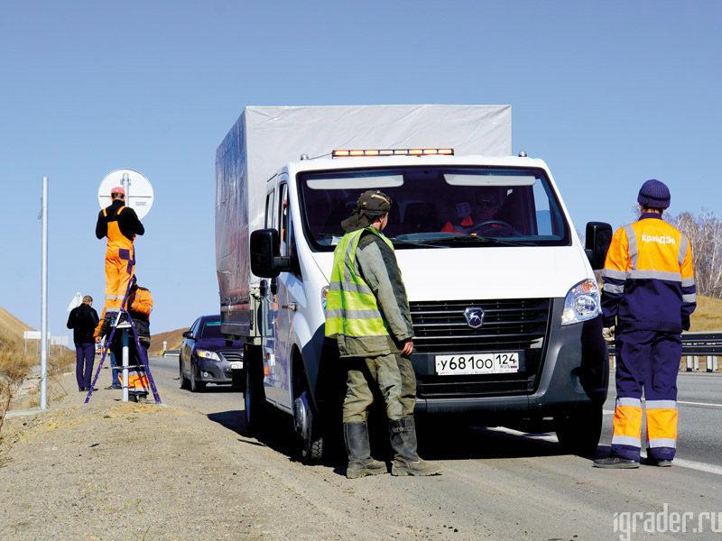 Большую часть времени дорожные рабочие Берёзовского филиала АО «КрайДЭО» проводят на воздухе