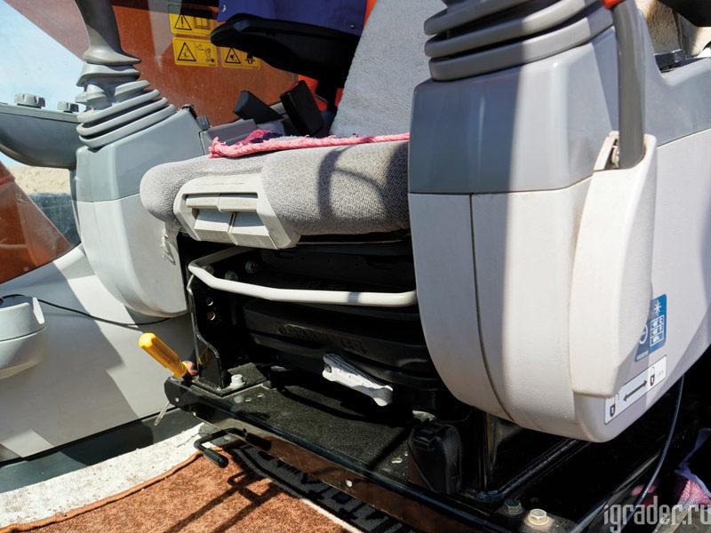 Кресло на пневмоподушке экскаватора Hitachi Zaxis 470LC-5G