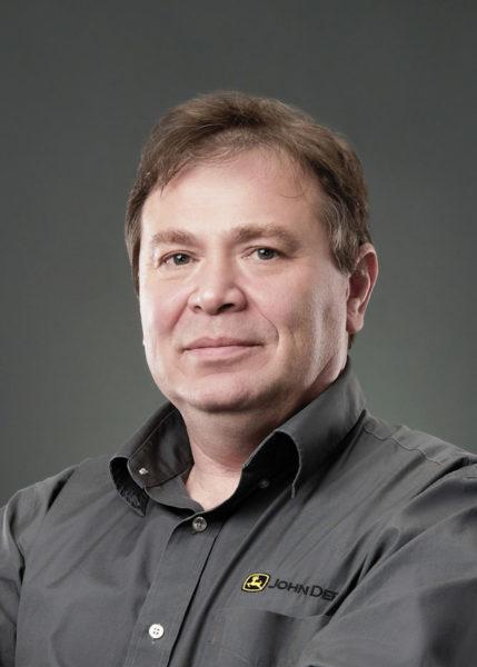 Технический инструктор ООО «Джон Дир Русь» (бренд John Deere) Александр Нилов