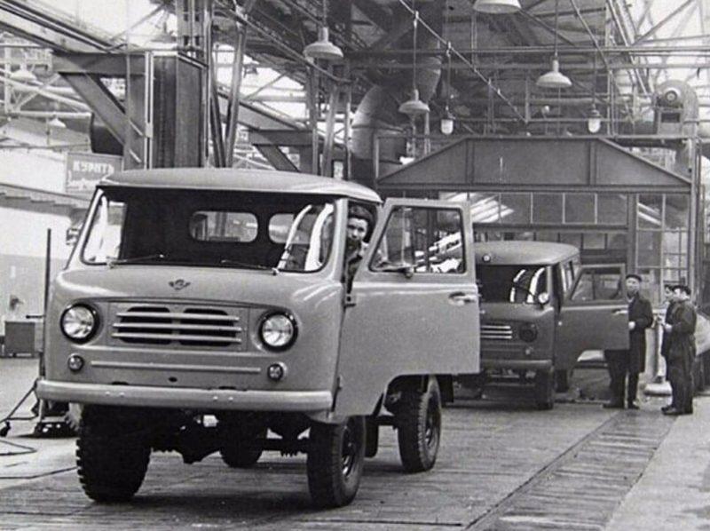 Первые партии УАЗ 450 ещё не получили прозвище «Буханка»