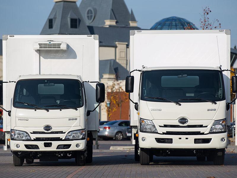 HINO объявляет о начале продаж грузовиков обновлённой серии 300