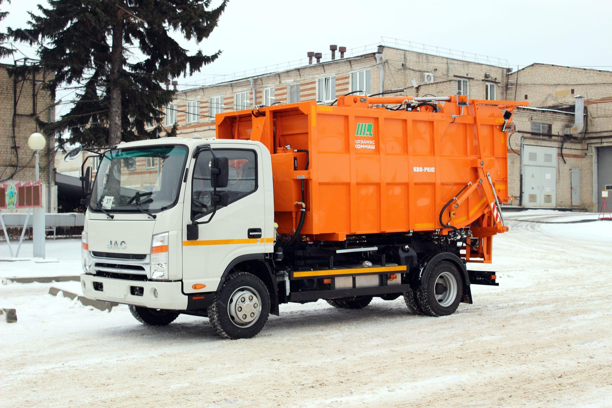 На базе JAC N80 сделали мусоровоз