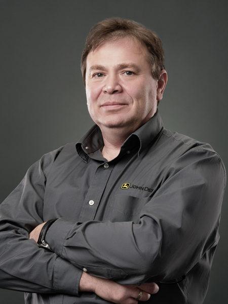 Александр Нилов, технический инструктор корпорации «Джон Дир Агрикалчерэл Холдингз Инк.» (John Deere)