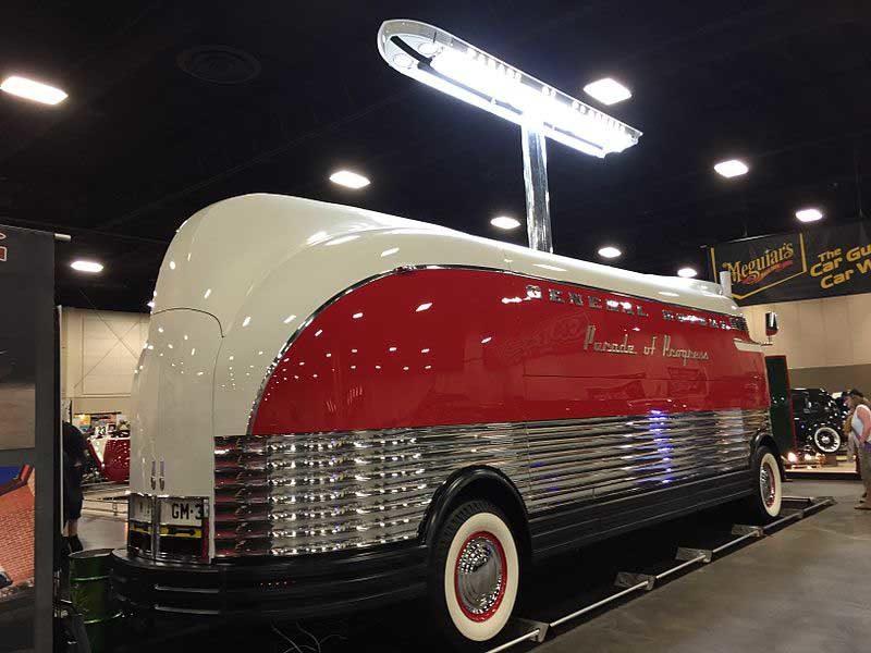 gm futurliner  самые необычные автобусы, ретро транспорт      GM Futurliner: посмотрите на этот щеголеватый ретро автобус. Или грузовик?