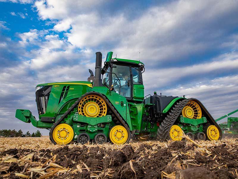 John Deere представила новую серию  тракторов