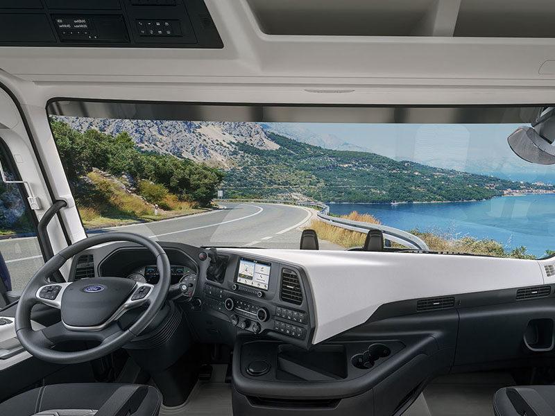 В кабине тягача Ford Trucks F-MAX
